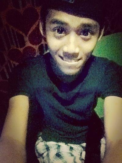 Senyum Tapi Lg Galau