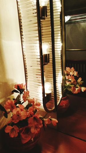 Mirror Powder Room Flowers Vase Lighting Light Mirror Lights Indoors  No People Table Home Interior Flower Luxury Day Close-up