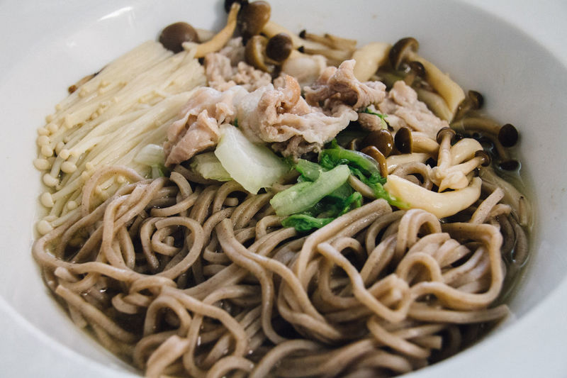 Close-up Easy Cook Enoki Mushrooms Food And Drink Freshness Healthy Eating Healthy Lifestyle Home Indoors  Japanese Style Kitchen Mashrooms Mealtime Meat Microwavecooking Noodles Pastel Plate Ready-to-eat Shimeji Soba Soba Noodles Still Life Vegetables View From Above
