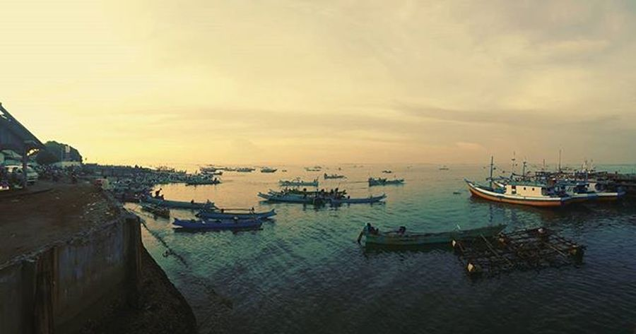 The morning view at the 2nd biggest fishmarket in Indonesia, Tanjungluar Agushariantophotography Shark Boattrips