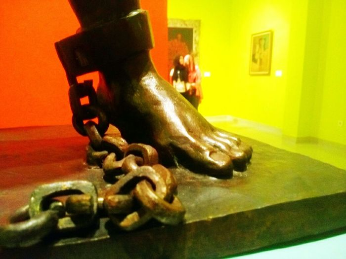 From the National Gallery (5): x freedom. Exhibition Art Art Contemporary Contemporary Art INDONESIA Indonesian National Gallery  Pameran Galeri Nasional National Gallery Of Art Jakarta Hanging Out Exhibition Design Macro Freedom Chain On Chain