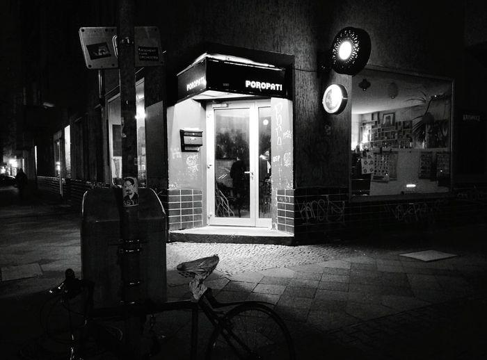 Day 235 - Auf die Bühne Berlin Blackandwhite Streetphotography Streetphoto_bw 365project 365florianmski Day235