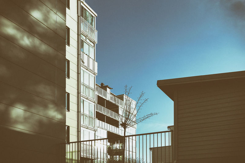 Apartment Buildings Architecture Building Exterior Buildings Buildings & Sky Built Structure City Clear Sky Day Exceptional Photographs EyeEmNewHere Hello World Low Angle View No People Office Building Outdoors Sky Uraban Urban Geometry Urbanphotography Windows