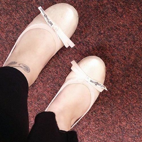 On pourra dire ce qu'on veut : j'ai les plus jolie ballerines de princesse du monde ♡ Ballerines Lesptitesbombes Shoes Feet bows lovemyshoes