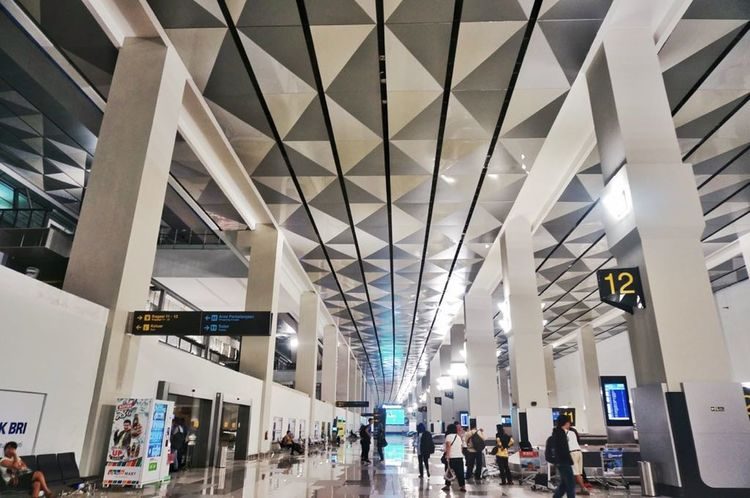 Airport lounge Modern Built Structure Ceiling Travel Indoors  People Lifestyles Store Business Large Group Of People Real People City Adult Adults Only Day Architecture