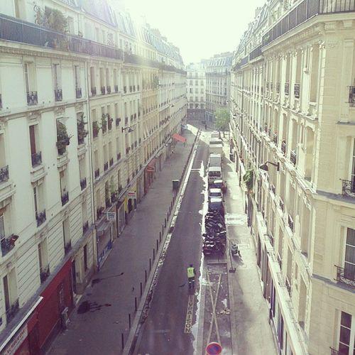 Paris s'éveille, les camions sont plein de lait, les balayeurs sont pleins de balais. Chateaurouge Gouttedor Dutronc