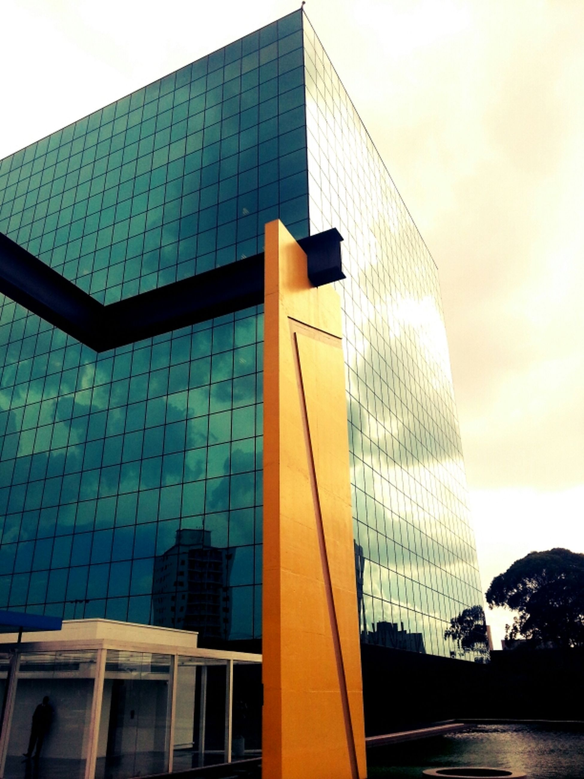 building exterior, architecture, built structure, skyscraper, modern, office building, city, tall - high, tower, low angle view, reflection, glass - material, sky, building, capital cities, tall, financial district, day, city life, outdoors