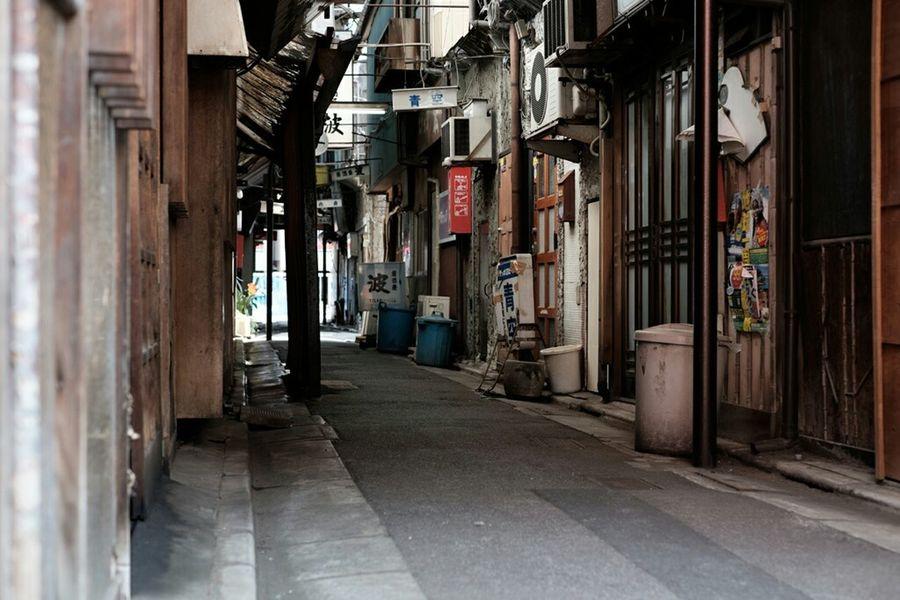 立石呑んべ横丁 Hanging Out Classicchrome Streetphotography Tokyo Xf35 Fujifilmxe2 Fujifilm_xseries Fujixe2 Fujifilm Fujifilm X-E2