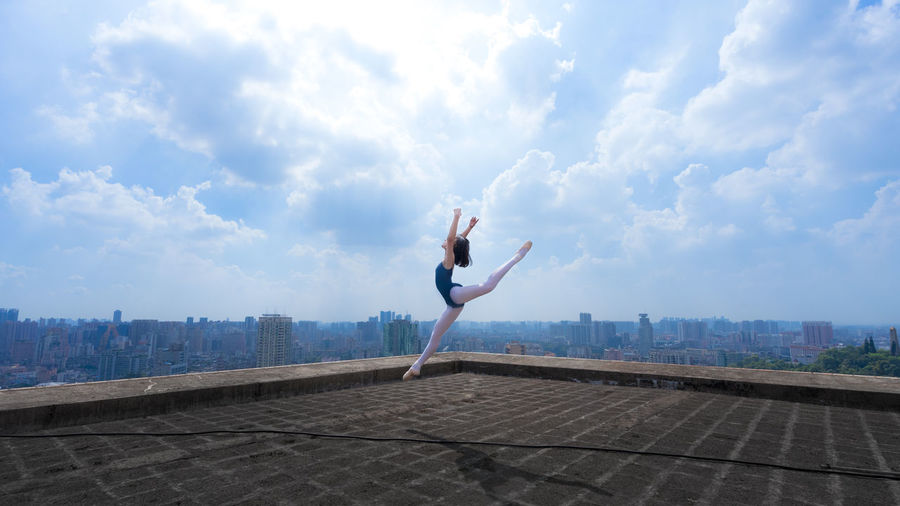 Ballet in the Sky more update pictures | Instagram | https://www.instagram.com/uni_huang0330/ | 500px | https://500p Chinese Girl City Roof Rooftop WeAreJux Balle't Ballet Ballet Dancer Ballett Chinese Cloud - Sky Day One Person Outdoors Real People Sky Wearmoi Young Adult Young Women Done That.