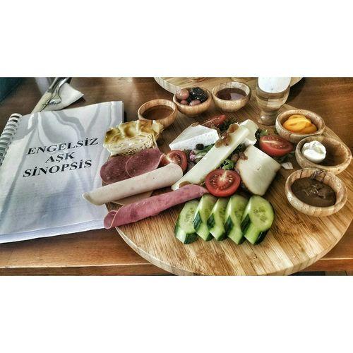 Kahvaltı eşliğinde sanaryomuzu değerlendirdik 😊😉😋😍 Breakfast Kahvaltı Food Turkish Istanbul Turkey Foodporn