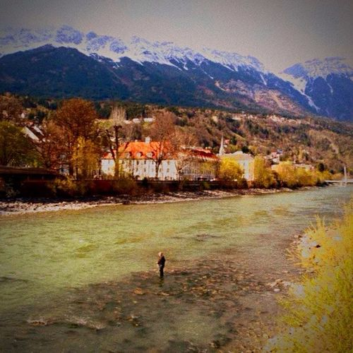 Inn River Fluss Berge Mountains Innsbruck Austria Angler