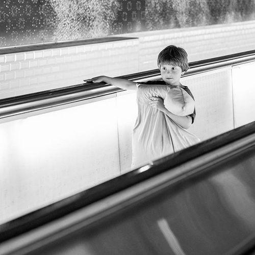 Metroparisien MetroParis Streetphotography Streetphoto Blancetnoir Blackandwhite Paris Igersparis Igrsparis Paris263 263photo Metroparisiens Subwayparis