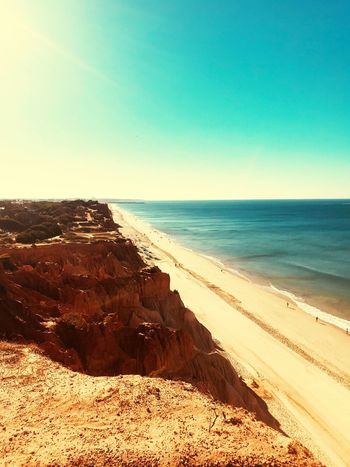 Klippen, Praia da Falésia, Portugal, Strand, Meer, rote Erde, Steine, Ruhe, Entspannung, Idylle, endloser Blick Sea Beach Water Land Sky Horizon Over Water Horizon Sand Scenics - Nature Beauty In Nature Tranquility Tranquil Scene Clear Sky Nature Sunlight Day No People Blue Outdoors