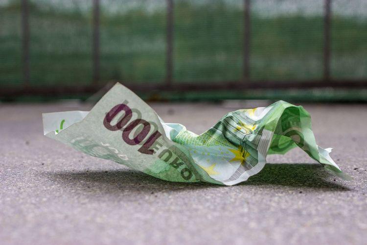 100 Euro 100€ Crumpled Green Color Crumpled Money Crumpled Paper Currency Europe Finance Geld Geldscheine Green Color Grün Indoors  Müll No People Paper Currency Waste Währung