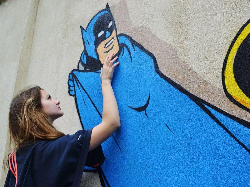 Боже, дай ей силы всё преодолеть, Дай душе бескрылой снова ввысь взлететь. Быстротечны дни, Мы наполним их Дыханием последней любви... ария Batman Lovestory