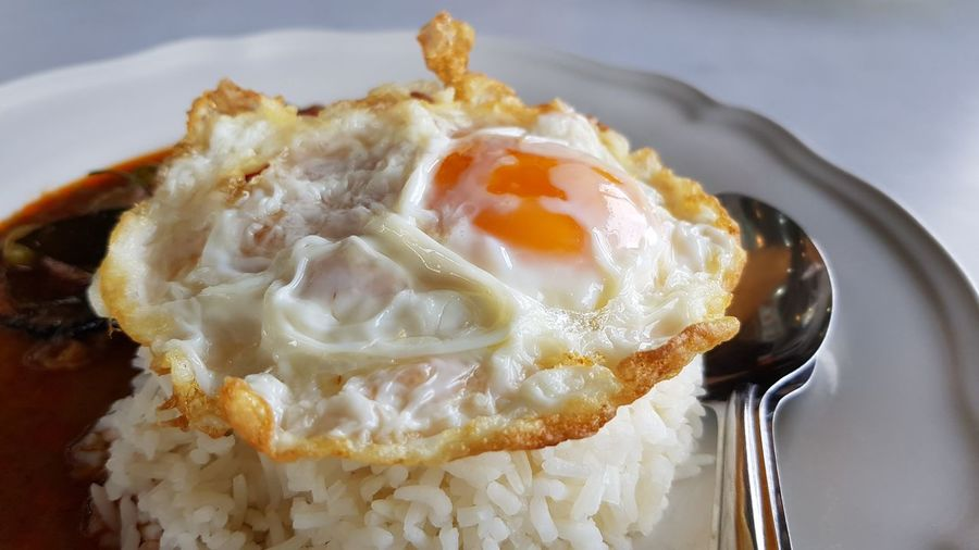 Sunny side up Freid egg on top of rice with curry Fried Egg Fried Egg Thai Style Thai Food Rice And Curry Curry With Cooked Rice Close Up Food Fork And Spoon Menu Dish EyeEm Selects Close-up Sweet Food Food And Drink Egg Yolk Eggshell Egg Omelet Poached Egg Carton English Breakfast Egg White Comfort Food Sunny Side Up
