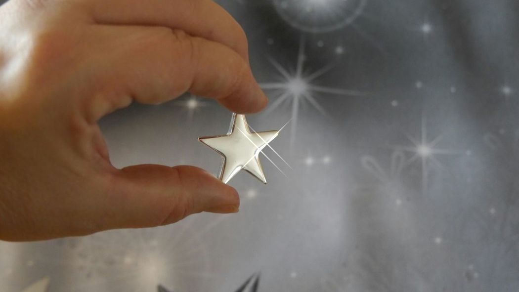 Catching a star from heaven for your sweetheart - remember valentine's day isn't far ;) Fine Art EyeEm Gallery Catching A Star The Week On Eyem Stars & Dreams Love Love Is In The Air Abstract Silver  Gift From My Boyfriend Buy It Heaven For Ever For Your Love Real Love  Fine Art Photography Lieblingsteil