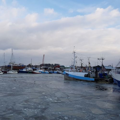 Boats And Clouds Boats And Moorings Boats And Sea Boats⛵️ Boats And Water Boats Freezing Freezing Cold Freezing ❄ Freezing Water