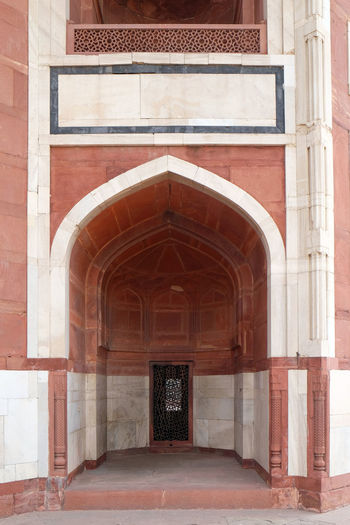 Architecture detail inside the Humayun's Tomb, built by Hamida Banu Begun in 1565-72, Delhi, India ASIA Delhi Empire Humayun India Persian Unesco Architecture Door Emperor Entrance Grave Heritage Historic History Islam Mausoleum Moghul Mogul Mughal Old Palace Stone Tomb Travel Destinations