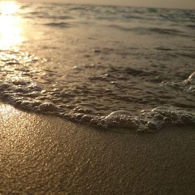 خليج_سلمان الشاطئ البحر موج شاطئ الكورنيش جدة سباحة تصويري ابداعي سياحة كشته روقان استكنان الغروب