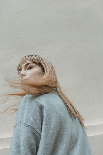 Don't look back in anger The Week On EyeEm Beautiful Woman Blond Hair Caught In The Moment Look Back Motion Motion Capture One Person One Woman Only One Young Woman Only Only Women Outdoors Portrait Sweater Sweaterweather Young Adult Young Women Be. Ready. Perspectives On People