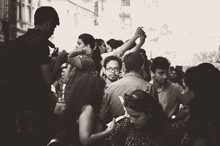 Lost in the crowd. Phodus_competition Random Vscocam VSCO Nikonindiaofficial Nikon Ig_captures Ig_bangalore Ig_worldclub Mgroad Street Streets Streetphotography Bangalore Street_photo_club Street Photography Lost Crowd Street_photo_club Indian Happy Art Artist Ig_street Ig_streetpeople chill 👌👌👌👌