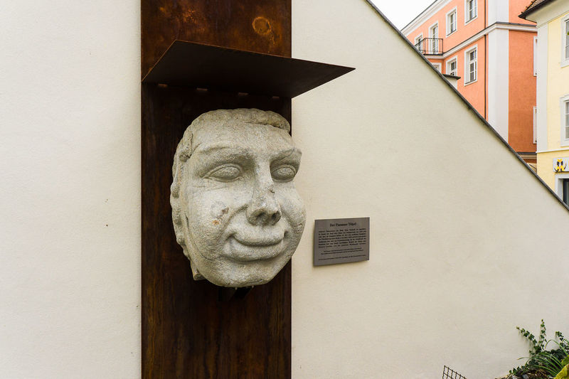 Architecture Art Art And Craft Building Exterior Built Structure Bust  Close-up Creativity Der Passauer Topel GERMANY🇩🇪DEUTSCHERLAND@ Human Representation Low Angle View Male Likeness No People Roman Sculpture Statue Wall - Building Feature