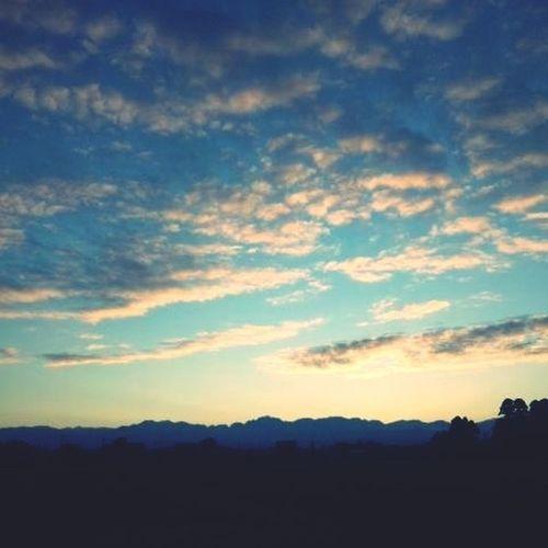 today's sunrise Nature #tagsforlikes #sky #sun #summer #beach #beautiful #pretty #sunset #sunrise #blue #flowers #night #tree #twilight #clouds Sunset #sun #clouds #skylovers #sky #nature #beautifulinnature #naturalbeauty #photography #landscape EyeEm Nature Lover Sunny Day