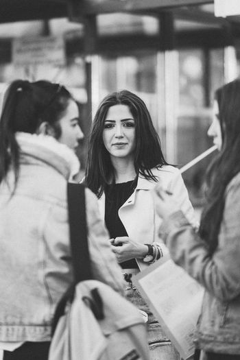 Candid Eyecontact EyeEm Best Shots Black & White Black And White Blackandwhite Beautyisourduty Women Adult Indoors  Lifestyles Only Women Young Women People Day Friendship