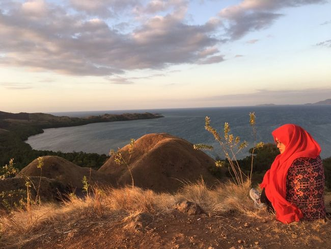 So windy up here... Red Sea Landscape Outdoors Sky Horizon Over Water Beauty In Nature Nature Iphone 6 Plus Only Women One Person Sitting Enjoying Life Hello World No Edit/no Filter Nusatenggaratimur INDONESIA