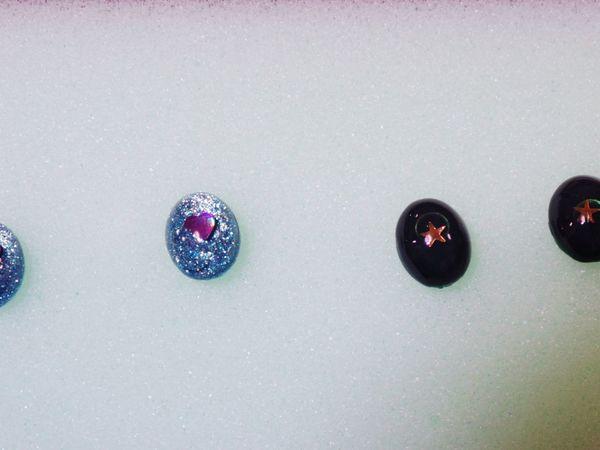 今日もキラキラ作りました笑(^O^)わかりにくいけど、右はかなり深めのグリーンです。 Accessories Handmade キラキラ Earrings