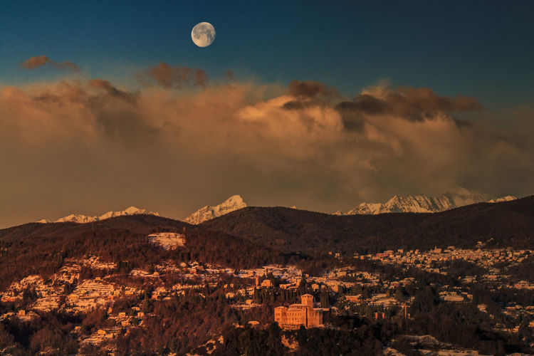 Sunrise with full moon Ancient Ruins Angera Beauty In Nature Castle Castles Full Moon Fullmoon Landscape Landscape Photography Landscape_Collection Landscape_photography Landscapes Moon Moonlight Mountain Mountains Mountains And Sky Nature Outdoors Scenics Sunlight Sunrise Sunrise_Collection Sunrise_sunsets_aroundworld Sunset_collection