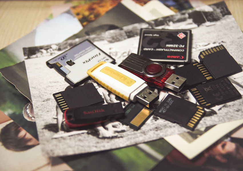 Memory Cards Photos SD Card USB Camera - Photographic Equipment Cf Cards Close-up Equipment Focus On Foreground Indoors  Large Group Of Objects Memory Memory Card No People Retro Styled Selective Focus Table Technology
