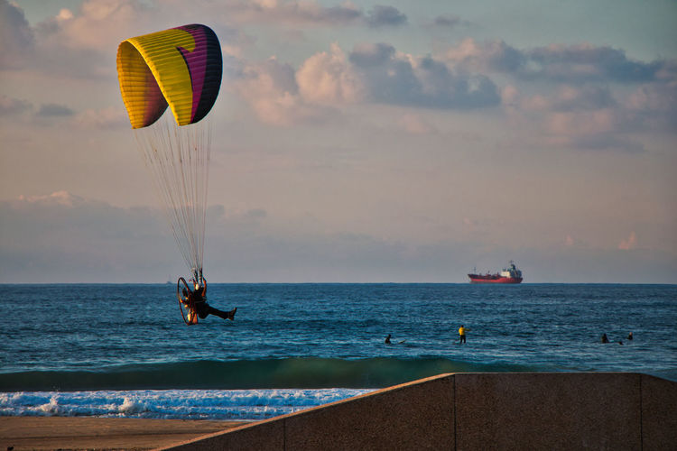 Water Sea Extreme Sports Sky Adventure Sport Parachute Paragliding Horizon Horizon Over Water Transportation Cloud - Sky Nature Real People Beauty In Nature Scenics - Nature Leisure Activity Unrecognizable Person Mid-air Parasailing Outdoors Freedom The Great Outdoors - 2019 EyeEm Awards