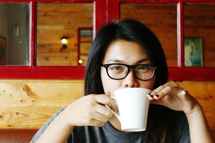 I both enjoy my cup and your look. EyeEm Selects Young Women Portrait Eyeglasses  Drink Cappuccino Women Cafe Coffee Break Looking At Camera Mocha Cafe Macchiato Caffeine Coffee Shop Cafe Culture Hot Drink Espresso The Portraitist - 2018 EyeEm Awards