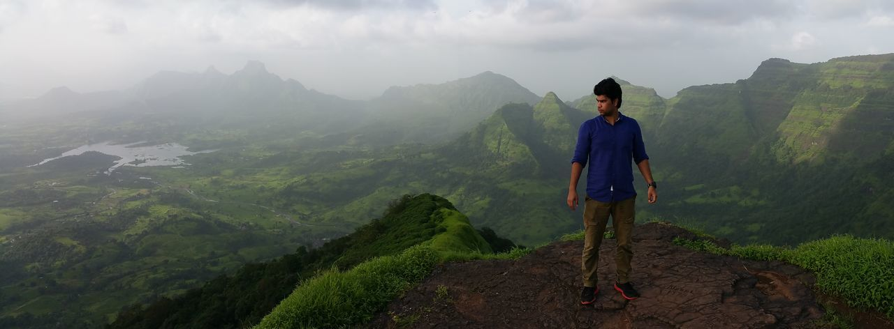 Mountain One Person Fog Nature EyeEm Selects Tourism Standing One Man Only Truimph Men Only Men Forest Hiking Outdoors Adventure Panaroma Photography Panaroma Panaromic View Landscape_Collection Green Nature Scenics Mountain Range