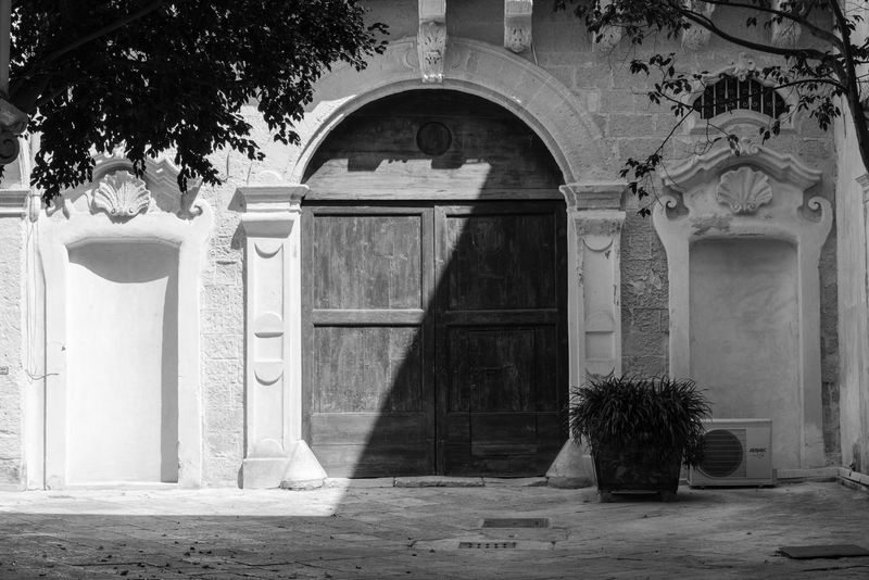 Luce e Ombra Architecture Black And White Building Exterior Day Doors Lecce City Light And Shadow No People Outdoors Tree