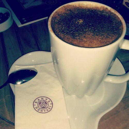 Arkadaşlarla Kahve Dünyasinda Salep liKahveninTadıBirBaşkaOluyor