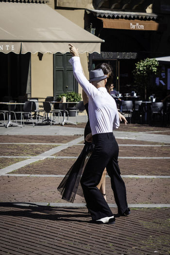 Tango Streetdancing Adult City Clothing Dancer Dancers Dances Day Footpath Full Length Human Arm Lifestyles Males  Men One Person Real People Rear View Standing Tango Tango Dancers Tango Life Tangoargentino