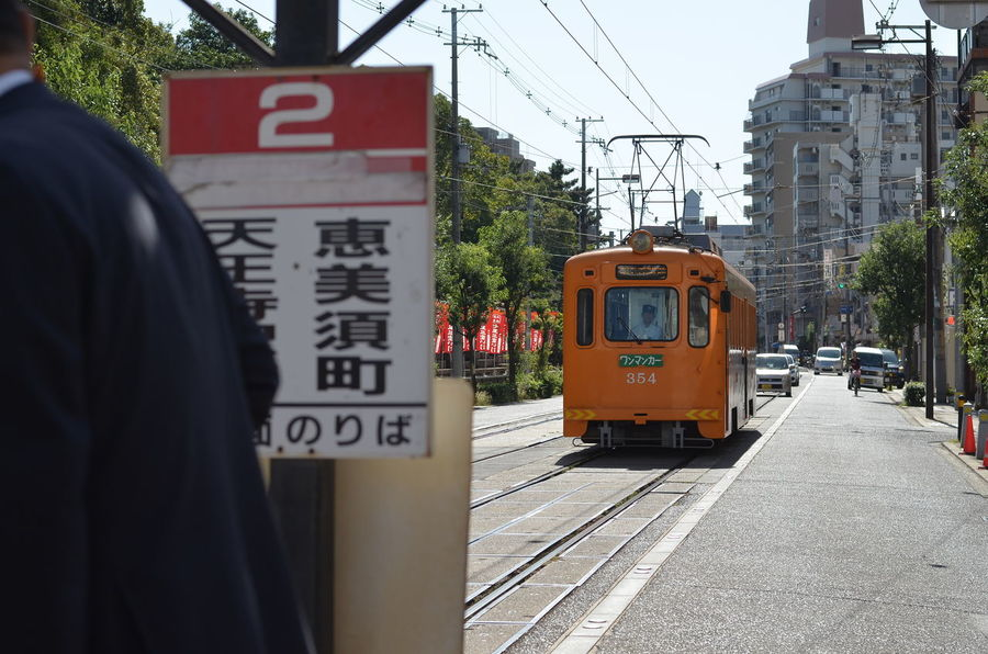 2 Tram Stop Tram Road Waiting Taking Photos People Watching From My Point Of View Capture The Moment TOWNSCAPE Street Photography OSAKA Snapshot Snapshots Of Life 路面電車 大阪 旅写真 October 2016 路面電車が走る街