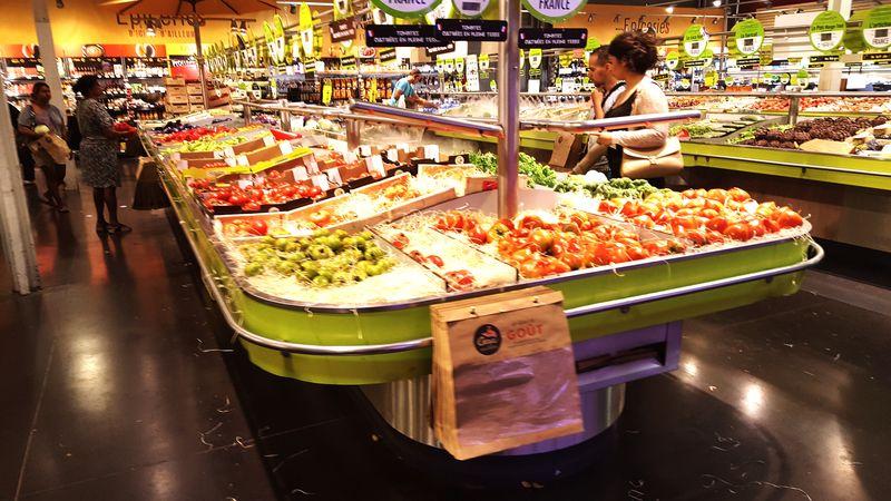 Food Market Freshness Supermarket People Business Indoors  Food And Drink Légumes Fruits Vegetables Meyveler Meyve Manav Eyeemphoto EyeEm Best Shots Eyeemphotography EyeEmBestPics EyeEm Gallery Eyemgallery Eyeemfood Gemüse Früchtchen EyeEmbestshots