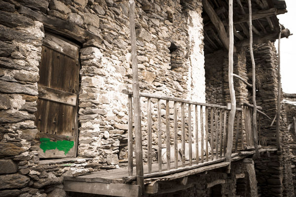 Green line Abandoned Architecture Brick Wall Building Exterior Built Structure Canon Day No People Old Buildings Outdoors Zörk