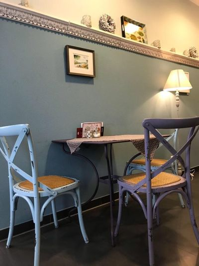 Retro Coffee Shop Table Indoors  Seat Chair Frame Wall - Building Feature Picture Frame Summer Exploratorium