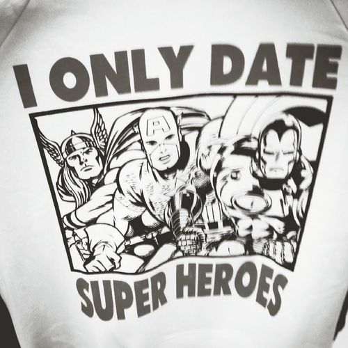 I only date superheroes Heores Tshirt Print
