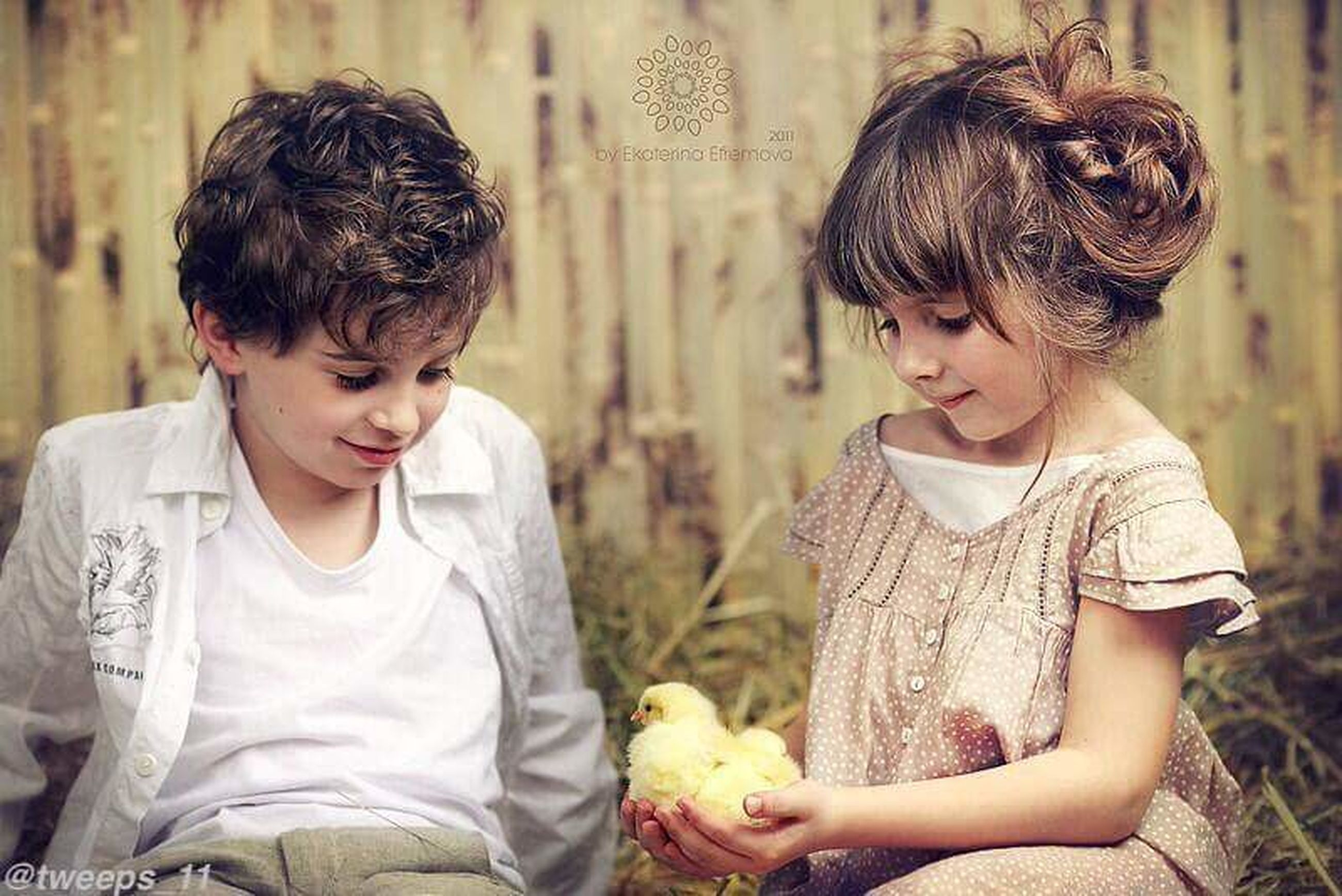 childhood, person, elementary age, casual clothing, girls, lifestyles, leisure activity, bonding, togetherness, boys, cute, innocence, waist up, happiness, love, focus on foreground, smiling