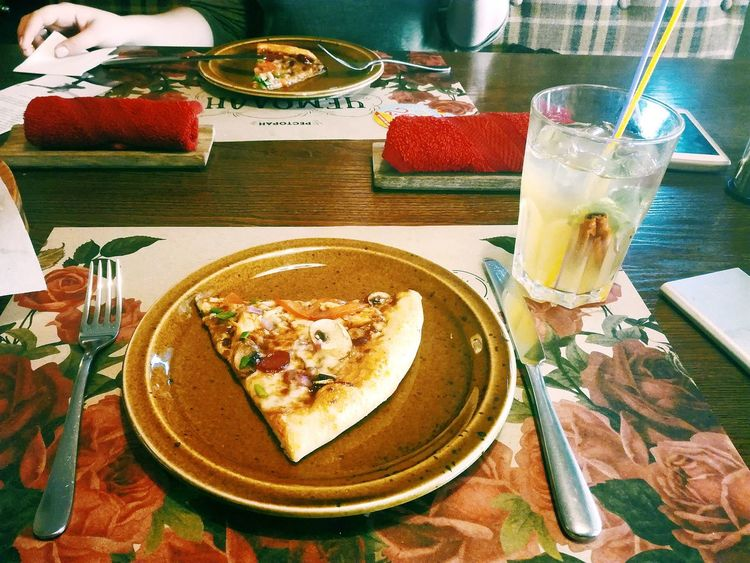 пицца коктейль подруга прогулка чемодан ресторан  любовь Лучший друг