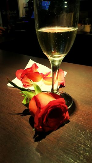 Champagne Rose🌹 fleurs Paris ❤ Enjoying Life Capture The Moment