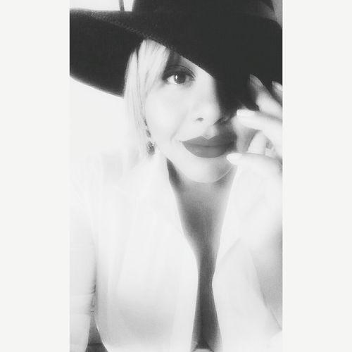 Chapel Braziliangirl Blackgirl Selfie ✌ Chapéu Blackandwhite Photography