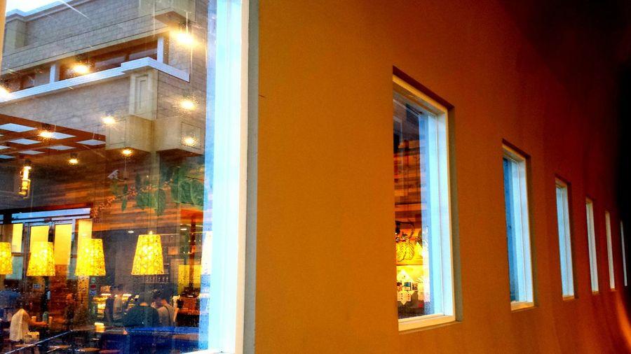 窗,每個窗口都有一個故事在發展 Windows Dreaming Lukang