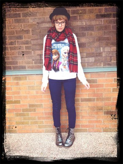 It is my birthday today :) Hannah Jones Fashion Fashion Hats Frozen Disney Disneybound Disney Fashion Fashion&love&beauty